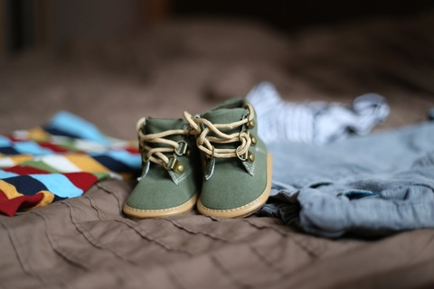 shoe-spring-child-blue-clothing-pregnancy-778454-pxhere.com